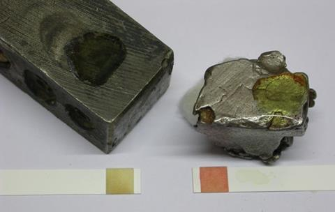 Hammer head and meteorite sample