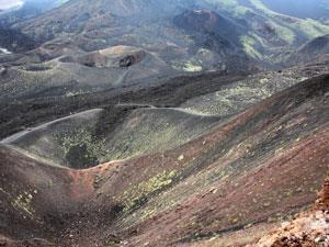Volcanic-craters-Etna-Sicilyshutterstock107182034300