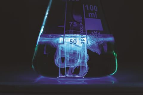 Luminol chemiluminescence metal complex catalysis